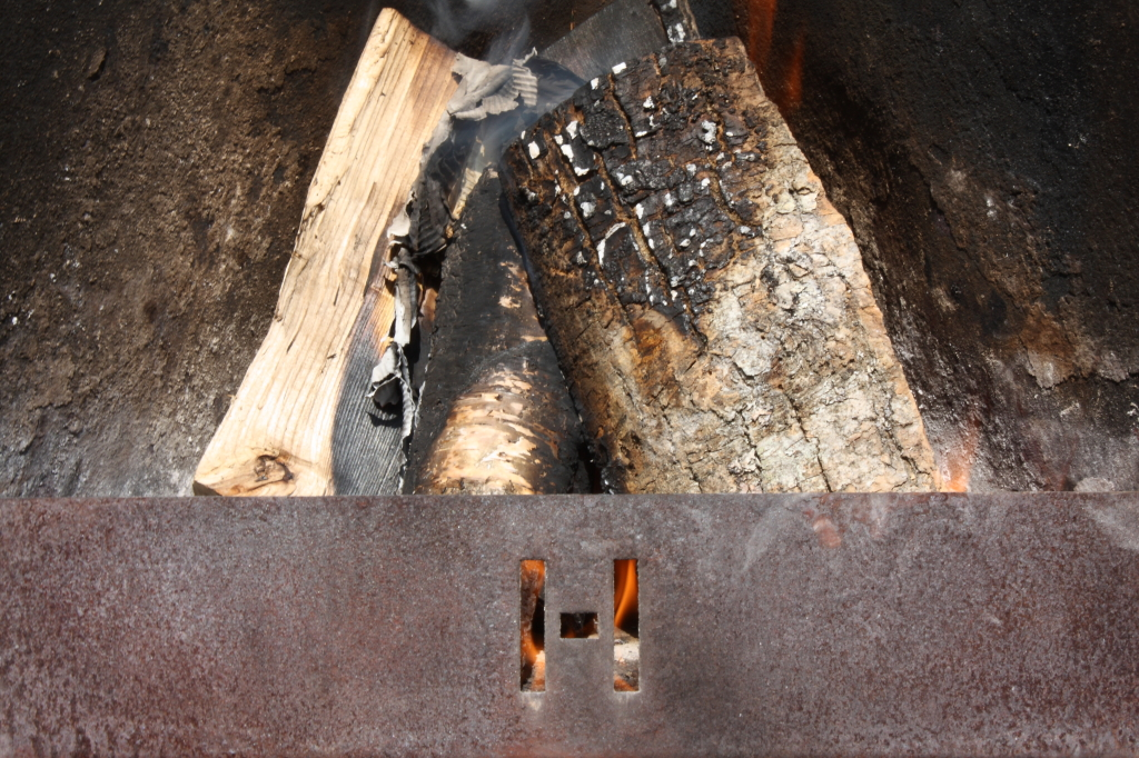 Brug altid tørt og godt træ... husk at dette kan være med til at bidrage til smagen!